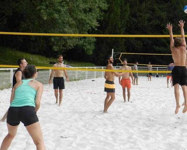 Les volleyeurs ont » beaché » sous le soleil